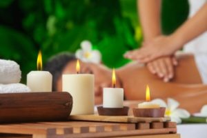 massage-with-candles